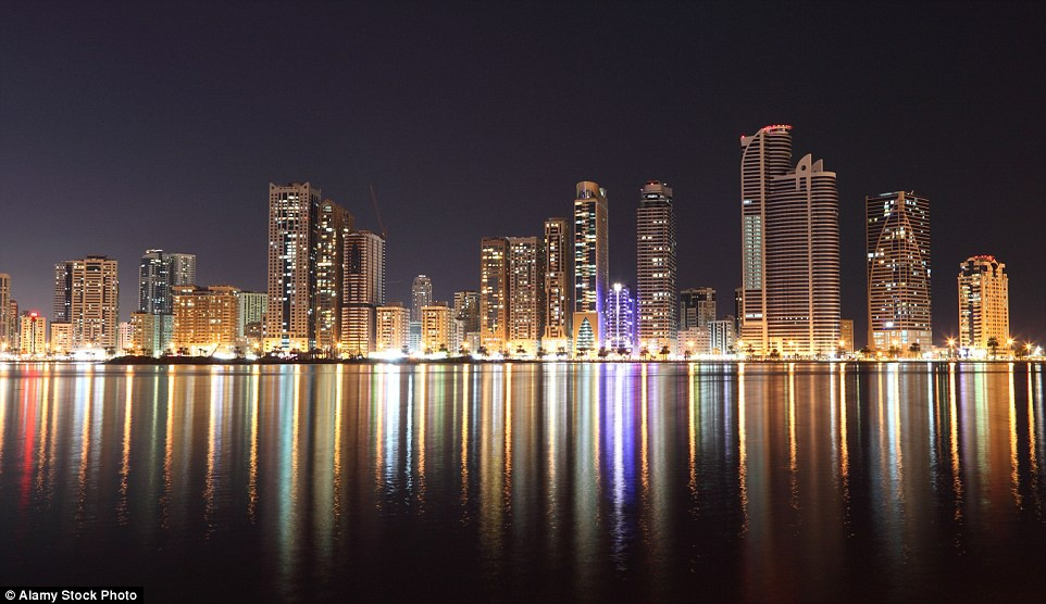 'Lang gieng' cua Dubai pha cao oc, xay nha truyen thong hinh anh 1