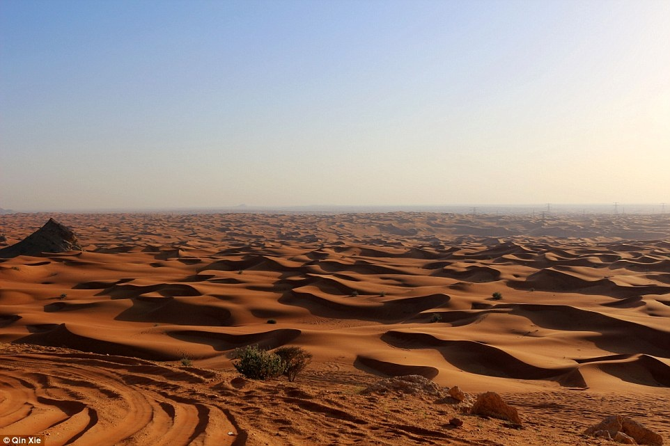 Hang xom Dubai pha cao oc xay nha truyen thong anh 10