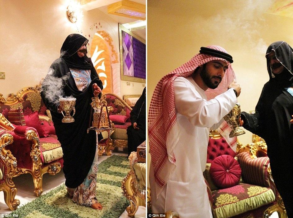 Hang xom Dubai pha cao oc xay nha truyen thong anh 14