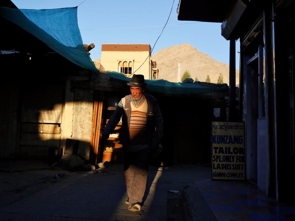 Cuoc song cua cong dong Phat giao tren day Himalaya hinh anh 19