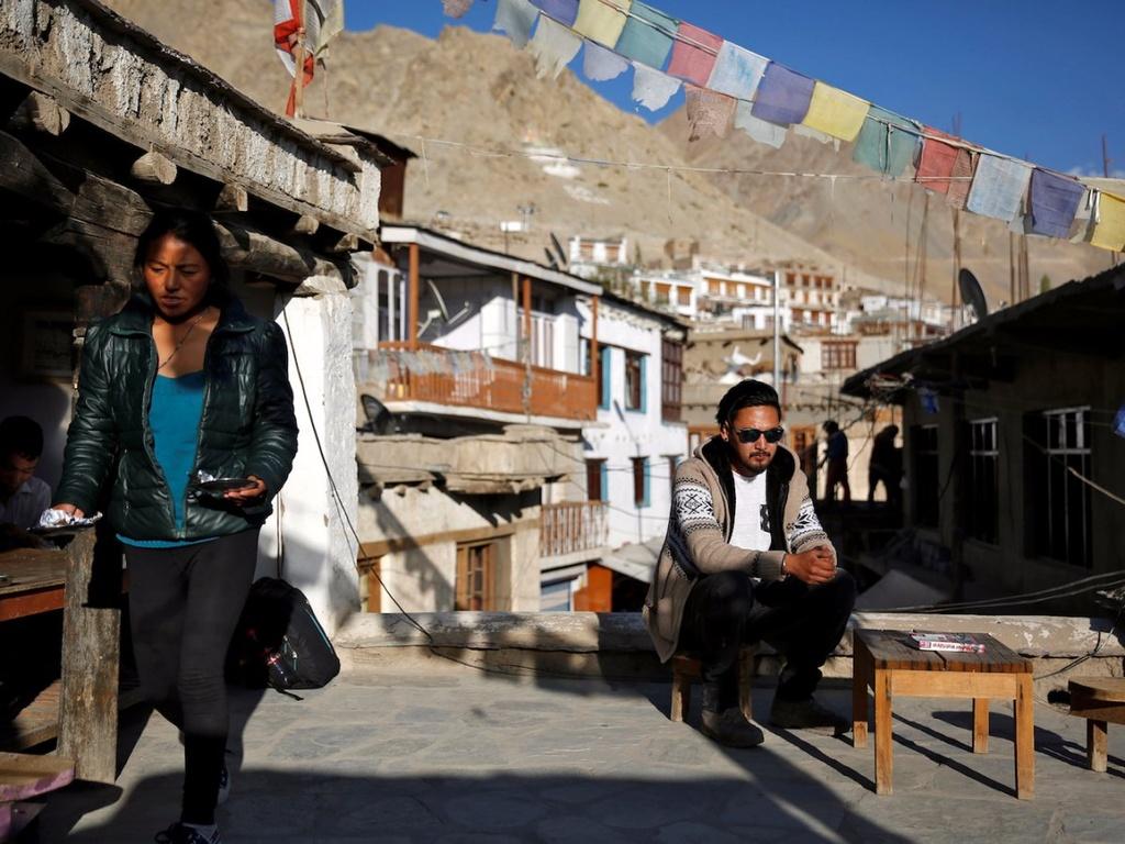 Cuoc song cua cong dong Phat giao tren day Himalaya hinh anh 2