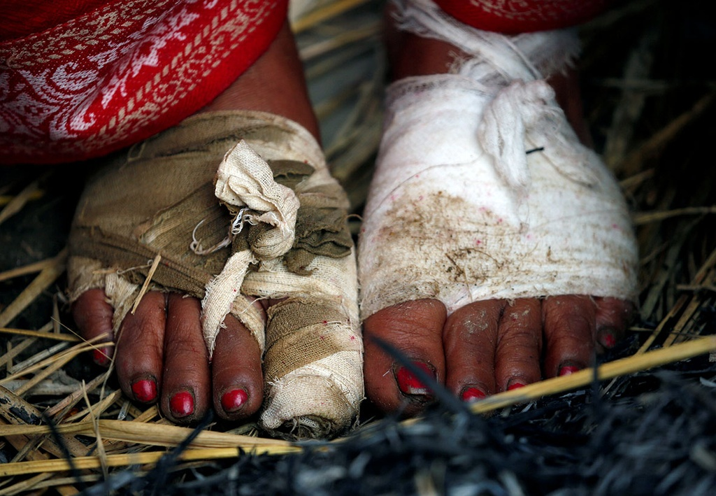 Ngam minh duoi song, cau nguyen trong le hoi o Nepal hinh anh 9