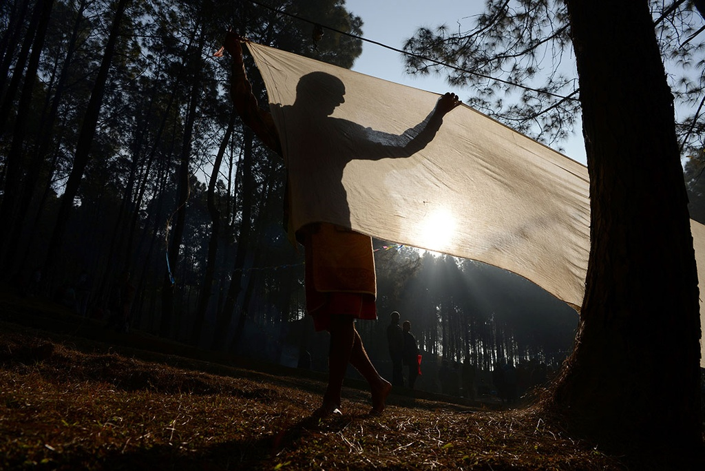 Ngam minh duoi song, cau nguyen trong le hoi o Nepal hinh anh 14