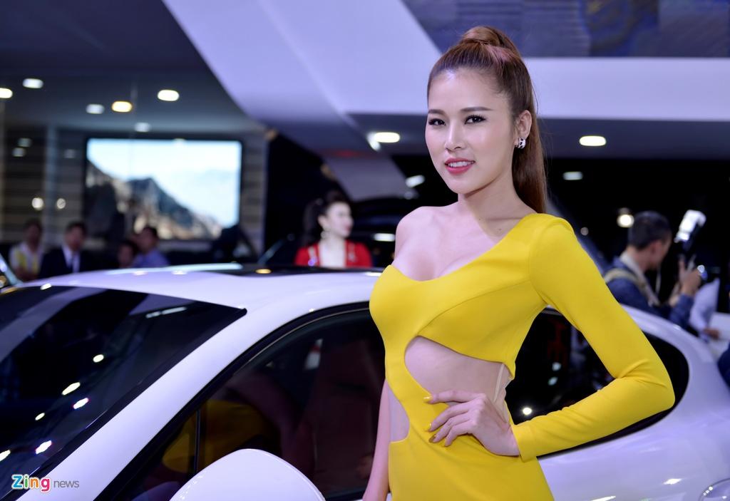 Chan dai khoe sac tai trien lam oto quoc te Viet Nam 2015 hinh anh 1