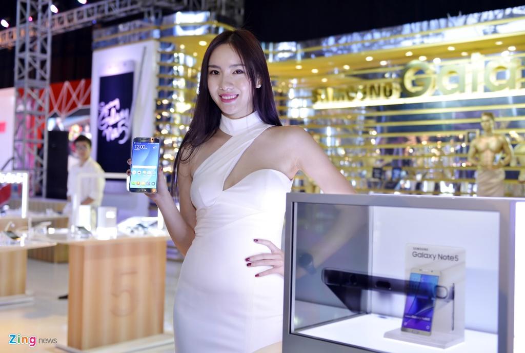 Chan dai khoe sac tai trien lam oto quoc te Viet Nam 2015 hinh anh 15