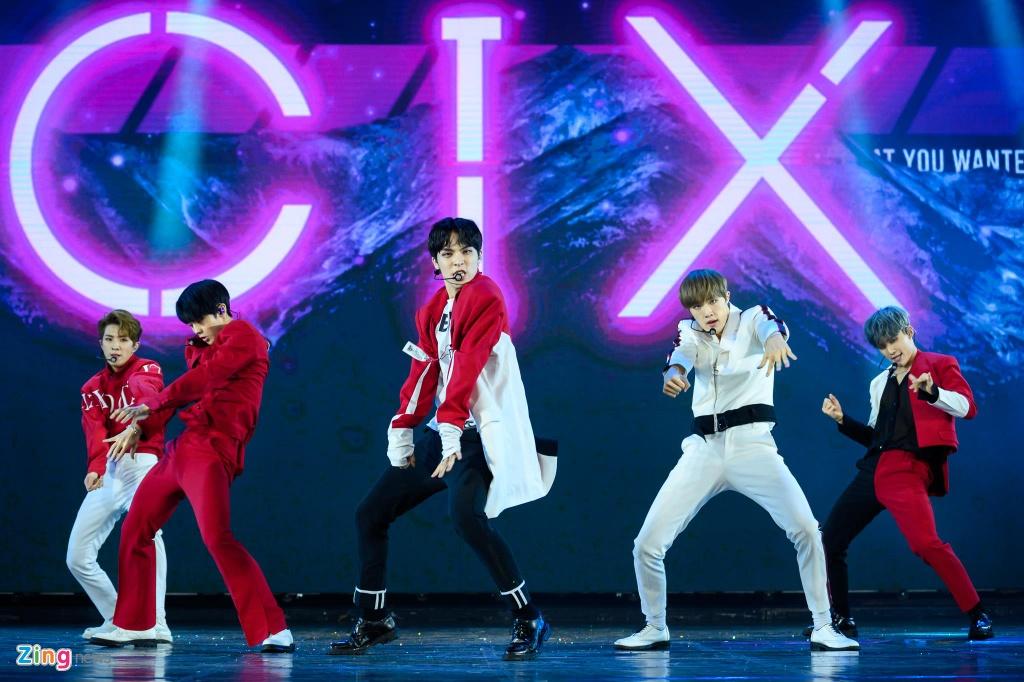 CIX hat live ca khuc chu de Movie star, Ha Anh Tuan mo mini concert hinh anh 2