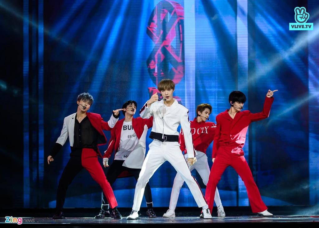 CIX hat live ca khuc chu de Movie star, Ha Anh Tuan mo mini concert hinh anh 3