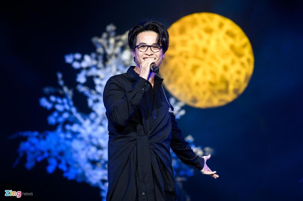 CIX hat live ca khuc chu de Movie star, Ha Anh Tuan mo mini concert hinh anh 4
