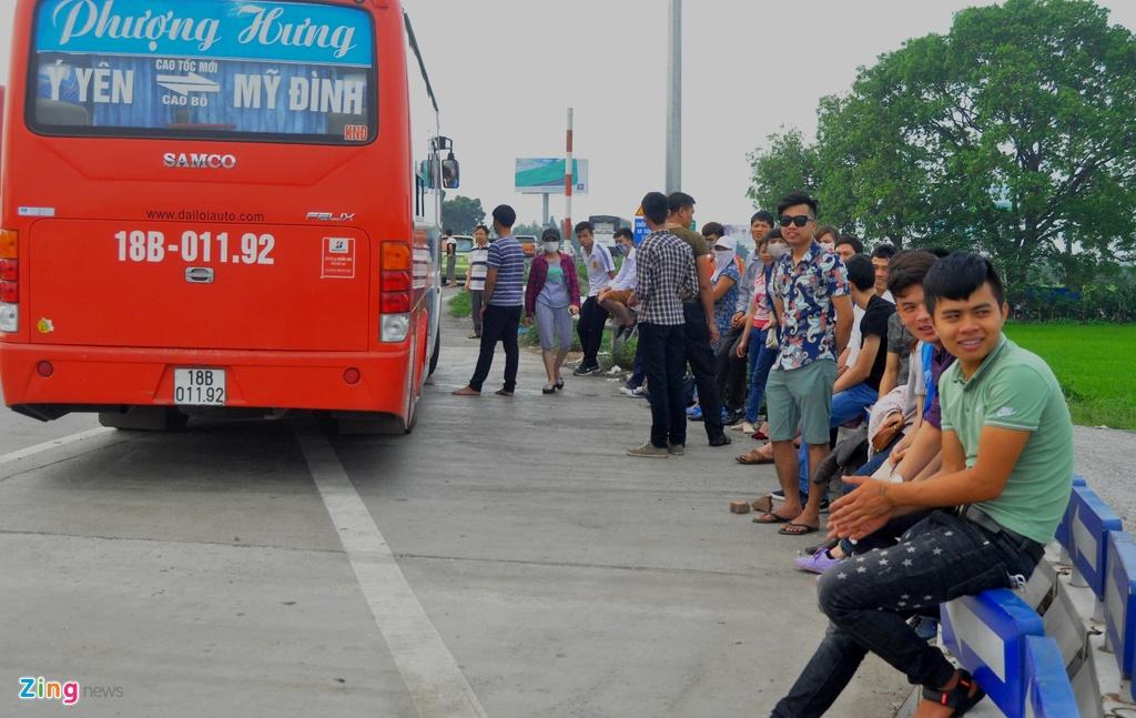 Nhoi nhet 93 hanh khach tren xe 29 cho ngoi hinh anh 10