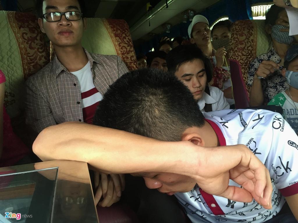 Nhoi nhet 93 hanh khach tren xe 29 cho ngoi hinh anh 7