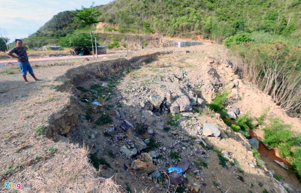 """Hiện trường thảm họa vỡ """"hồ vô cực"""" vẫn là đống đổ nát sau 9 tháng"""