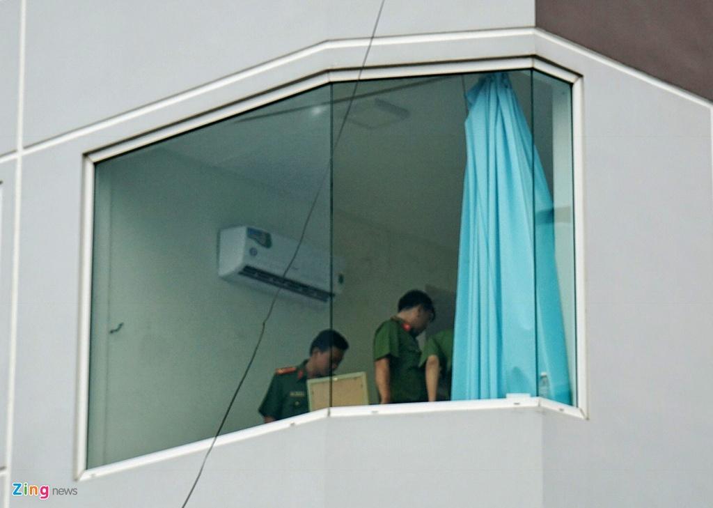 An ninh that chat khi canh sat kham xet cong ty lien quan Alibaba hinh anh 5