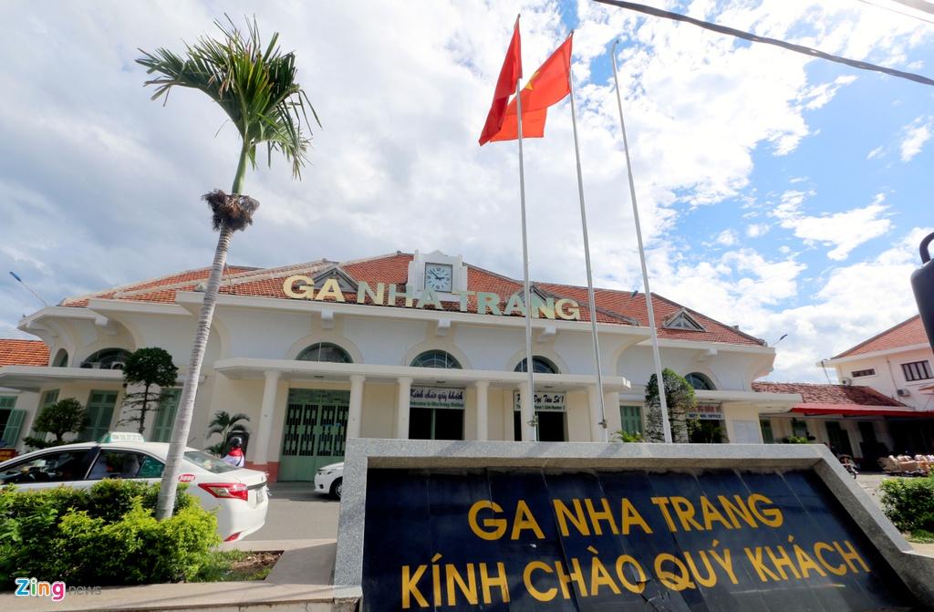 Nha ga 80 tuoi o Nha Trang truoc de xuat di doi hinh anh 1