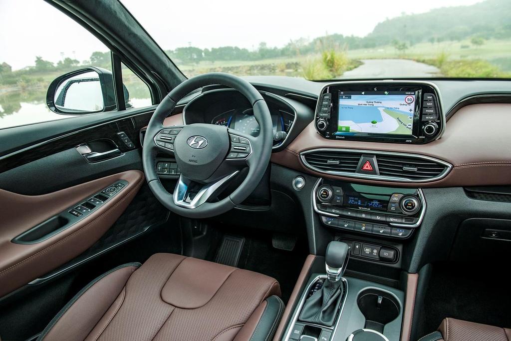 Mazda CX-8 2019 vs Hyundai Santa Fe 2019: Ve hien lanh doi dau ca tinh hinh anh 12