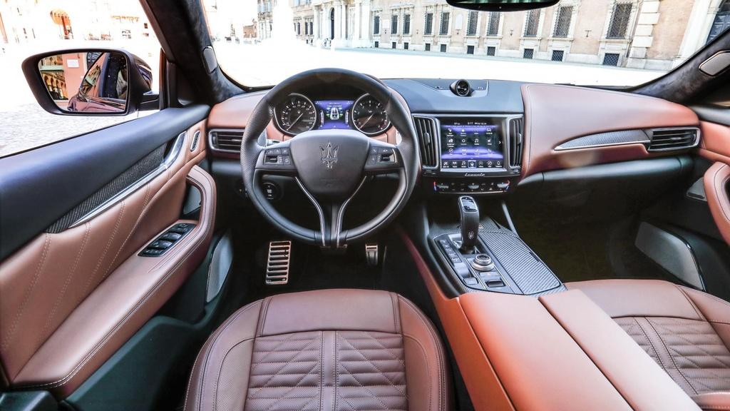 Maserati Levante Trofeo - nguoi dep Italy mang 'trai tim' Ferrari hinh anh 8