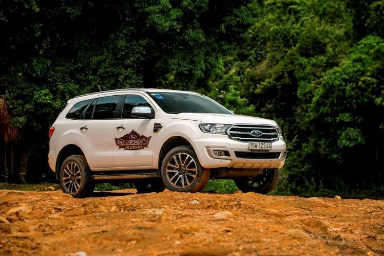 SUV 7 cho tam gia 1,4 ty, chon Toyota Fortuner hay Ford Everest? hinh anh 10