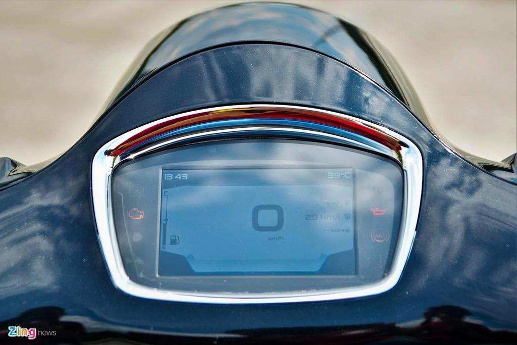 Dat gap doi, BMW C400X co gi noi bat hon Vespa GTS 300 HPE? hinh anh 7