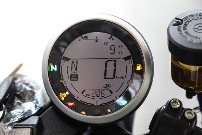 Ducati Scrambler Cafe Racer va Triumph Thruxton, 'cafe' nao dac hon? hinh anh 4