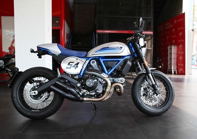 Ducati Scrambler Cafe Racer va Triumph Thruxton, 'cafe' nao dac hon? hinh anh 8