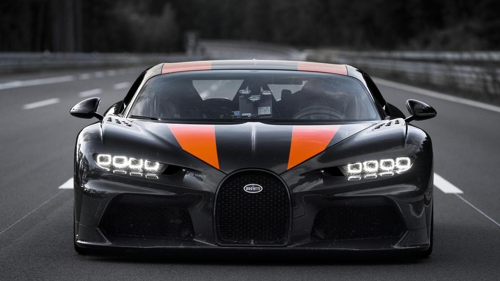11 su that ve Bugatti Chiron anh 2