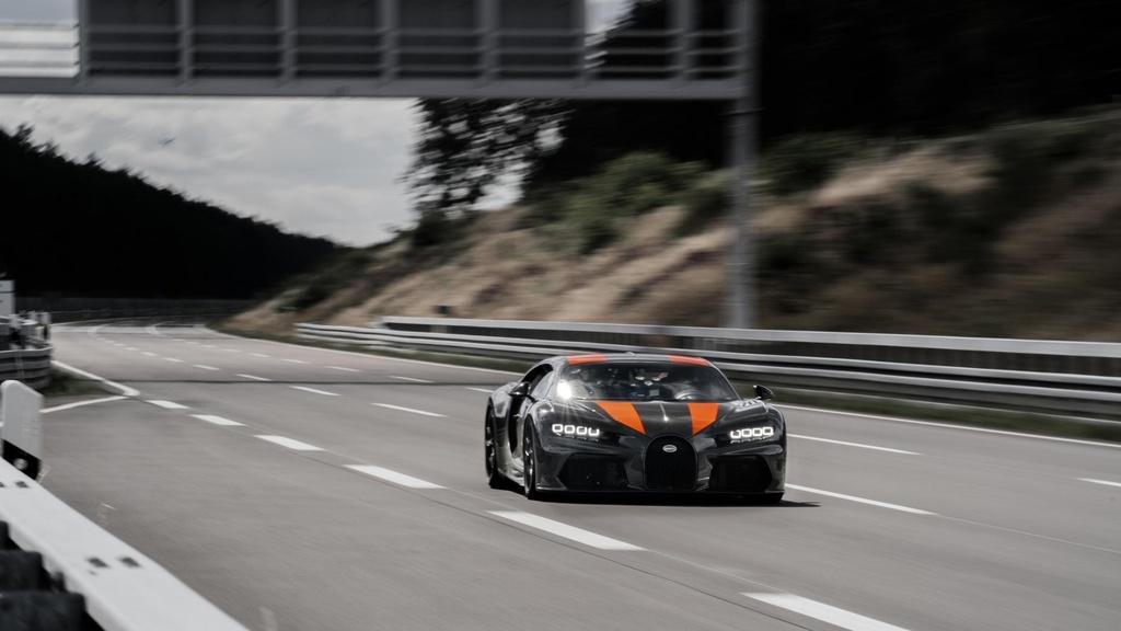 11 su that ve Bugatti Chiron anh 3