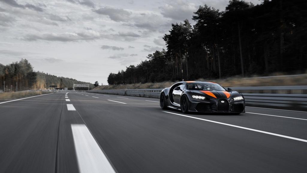 11 su that ve Bugatti Chiron anh 5