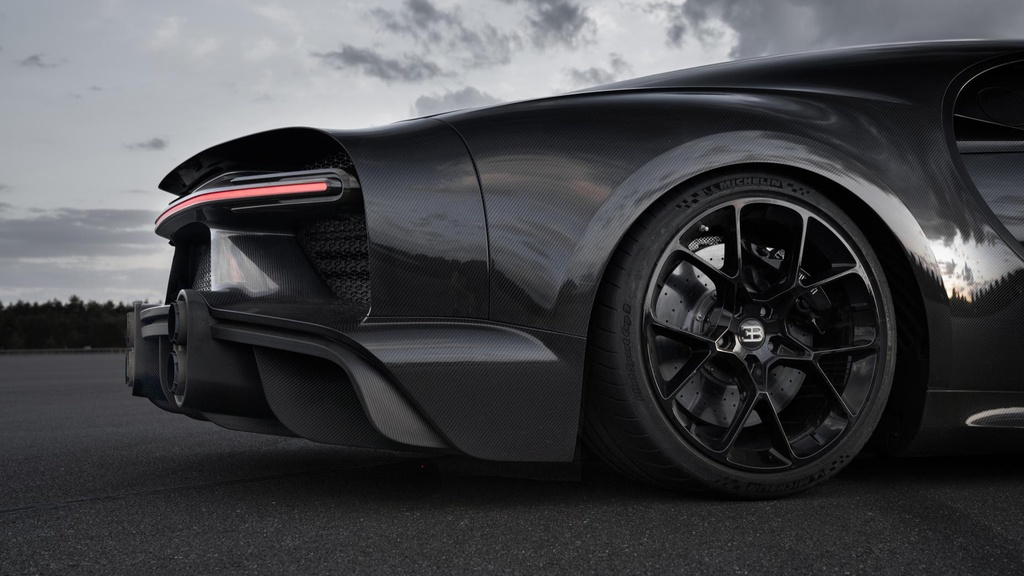 11 su that ve Bugatti Chiron anh 9
