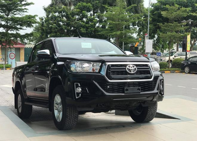 Toyota Fortuner co phien ban moi, Hilux giam gia 33 trieu dong hinh anh 1