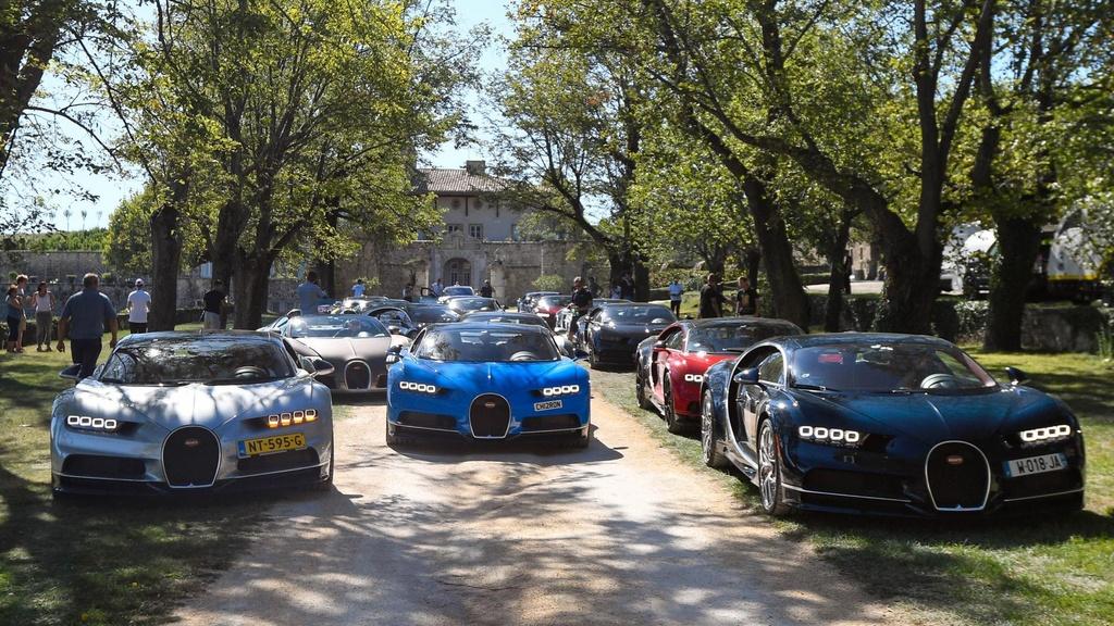 Hang tram sieu xe Bugatti hoi ngo nhan ky niem 110 nam thanh lap hang hinh anh 6