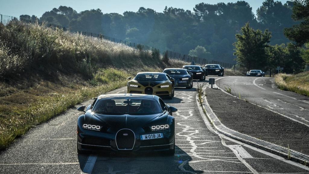Hang tram sieu xe Bugatti hoi ngo nhan ky niem 110 nam thanh lap hang hinh anh 14