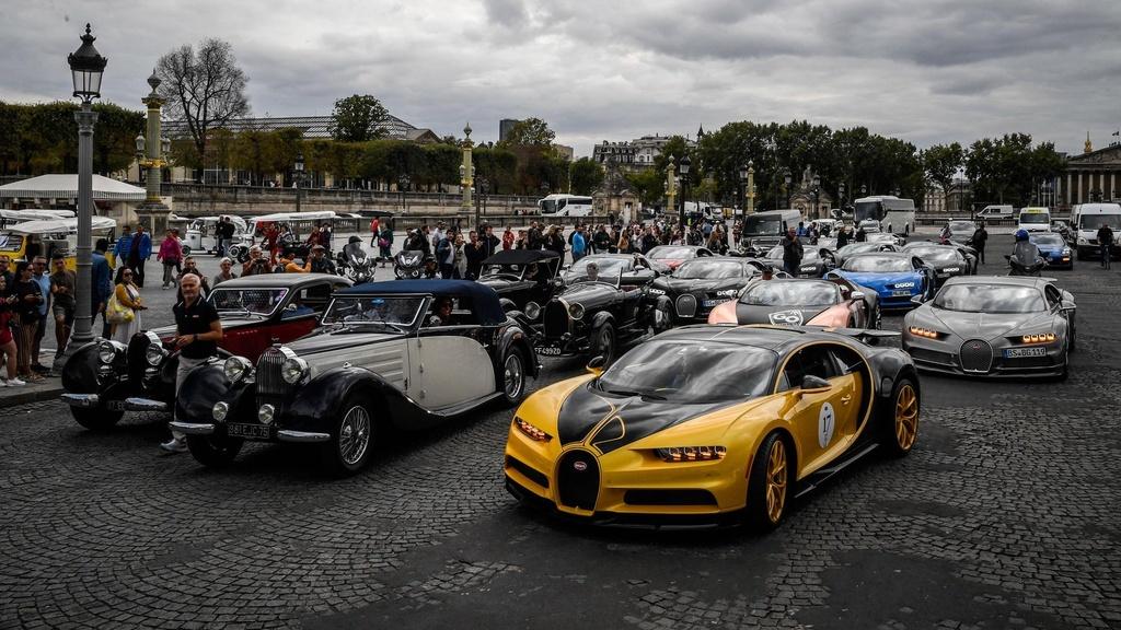 Hang tram sieu xe Bugatti hoi ngo nhan ky niem 110 nam thanh lap hang hinh anh 16