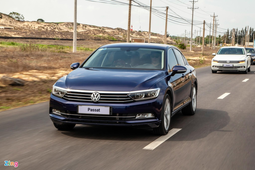 Sedan hang D cho nguoi tre, Toyota Camry hay Volkswagen Passat? hinh anh 13