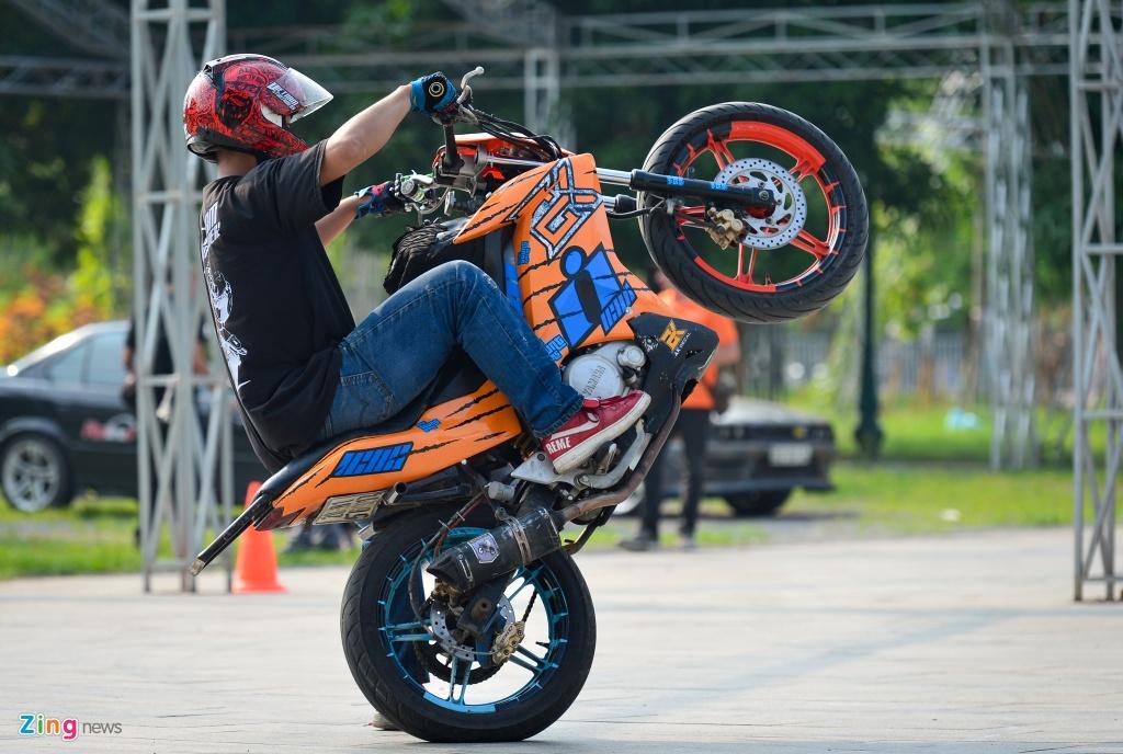 Dan xe moto khung hang tram chiec tu hop tai Ha Noi hinh anh 14