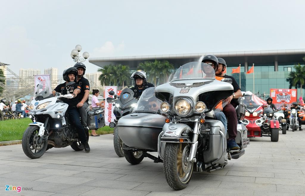 Dan xe moto khung hang tram chiec tu hop tai Ha Noi hinh anh 18