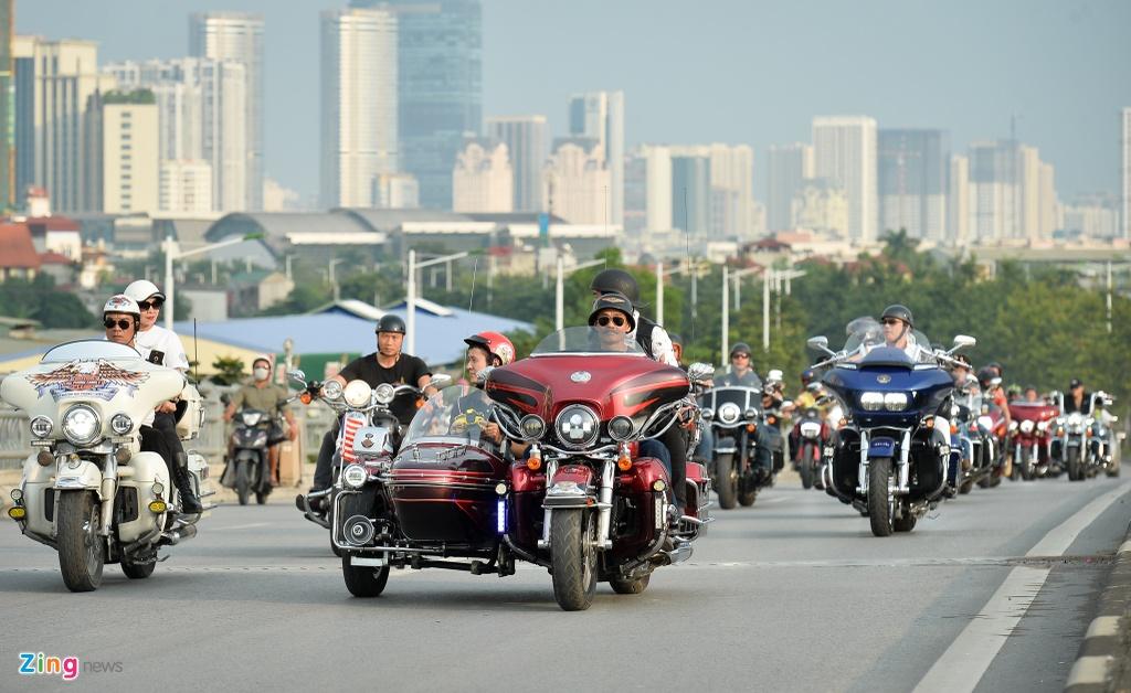 Dan xe moto khung hang tram chiec tu hop tai Ha Noi hinh anh 17