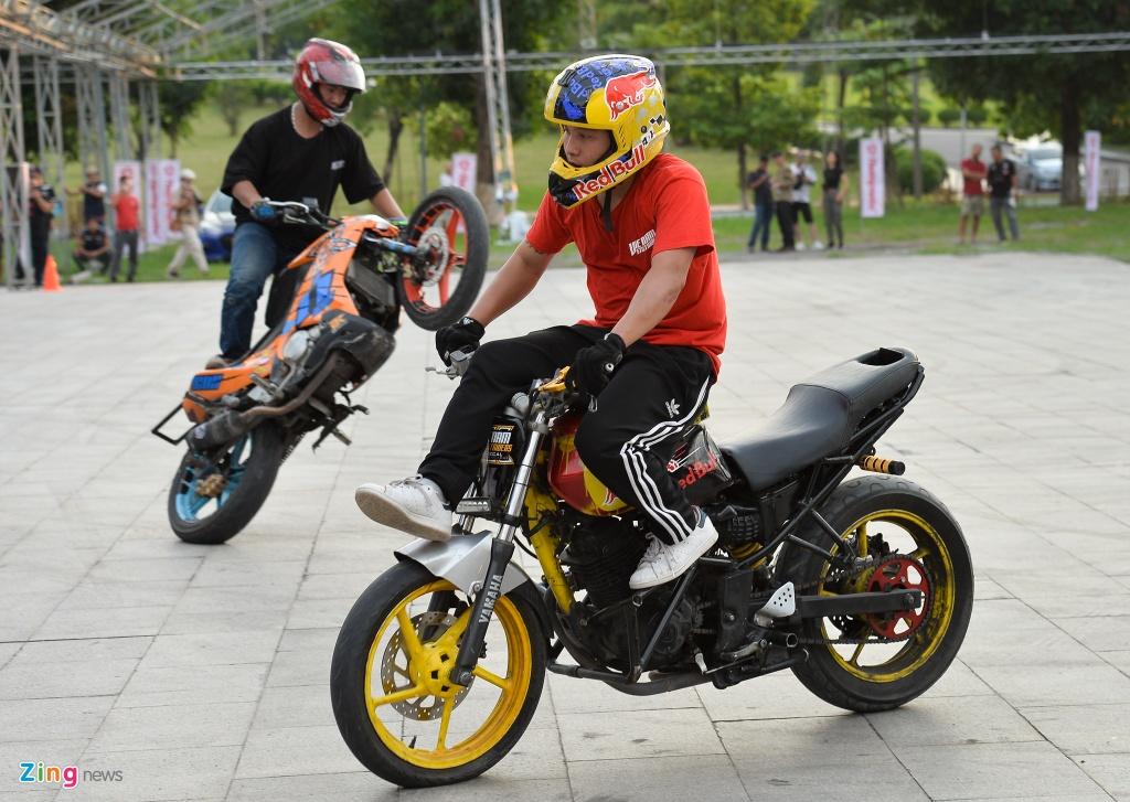 Dan xe moto khung hang tram chiec tu hop tai Ha Noi hinh anh 15