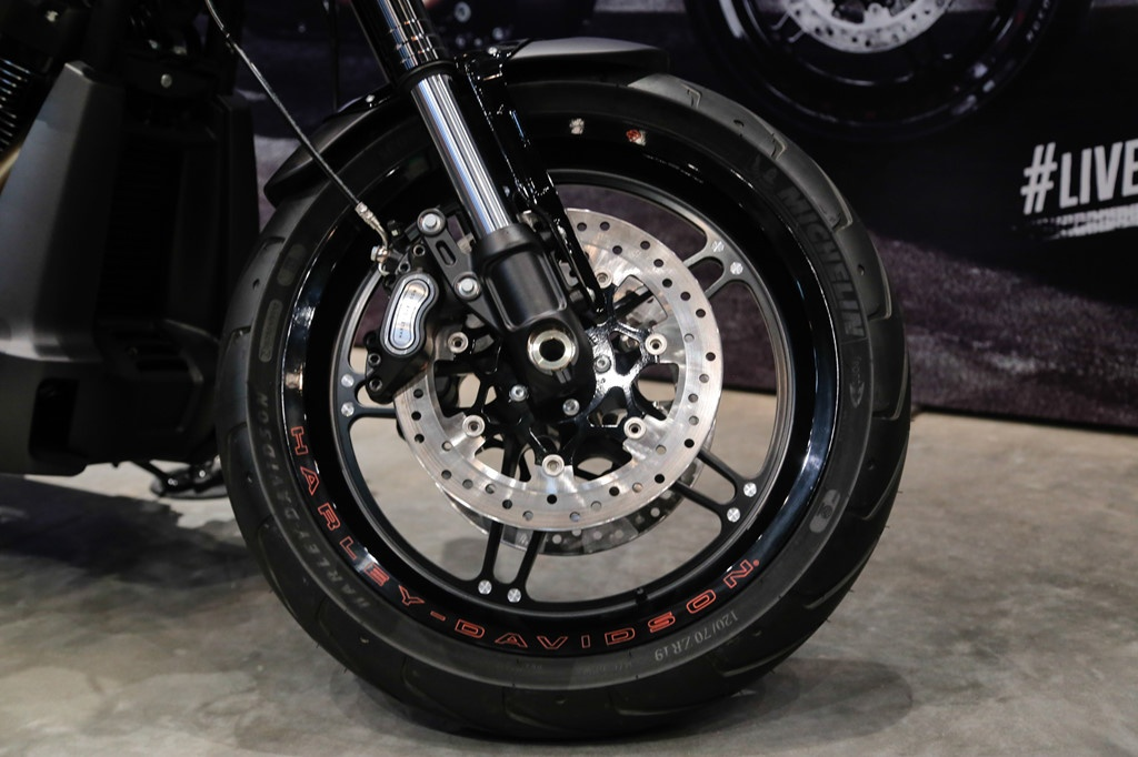 Co 800 trieu, chon Ducati Diavel 1260 hay Harley FXDR 114? hinh anh 7