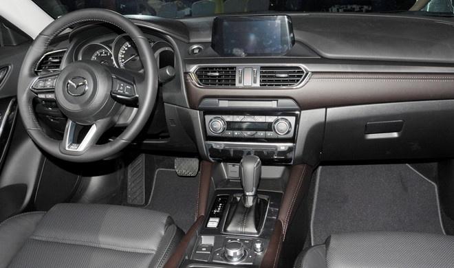 Toyota Camry giu vung ngoi vuong dong xe 4 cho cao cap hinh anh 5