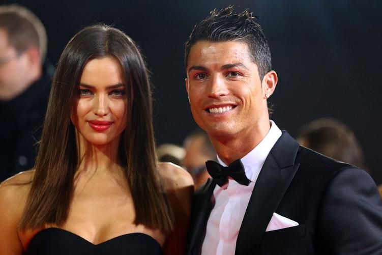 Dan ca si, nguoi mau om han khi yeu Ronaldo va cac sao bong da hinh anh 2