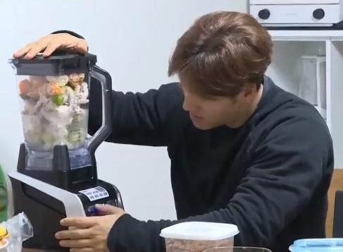 Kim Jong Kook tap gym anh 5
