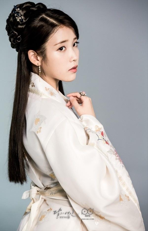 6 nu idol Kpop dien trang phuc truyen thong dep dip Tet hinh anh 1 iu_136065.jpg