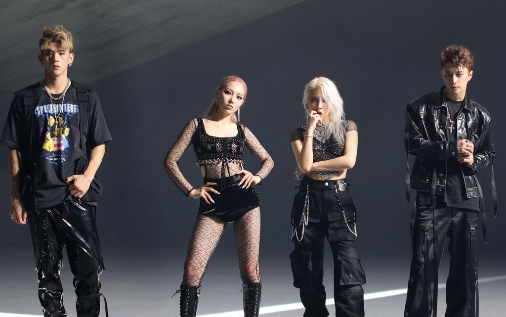 BTS va loat nhom nu Kpop mo man duong dua am nhac dau 2020 hinh anh 6 ckjpopnews_kard_red_moon_comeback_teaser.jpg