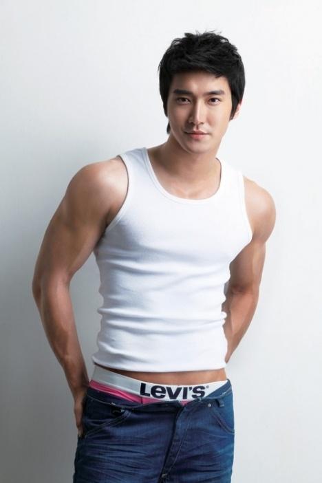 10 nam than tuong cham chi khoe co bung 6 mui tren san khau hinh anh 1 siwon_for_levis.jpg