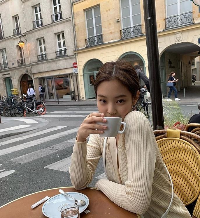 Jennie (Black Pink) mac khi chat o doi thuong hinh anh 6 3937_02.jpg