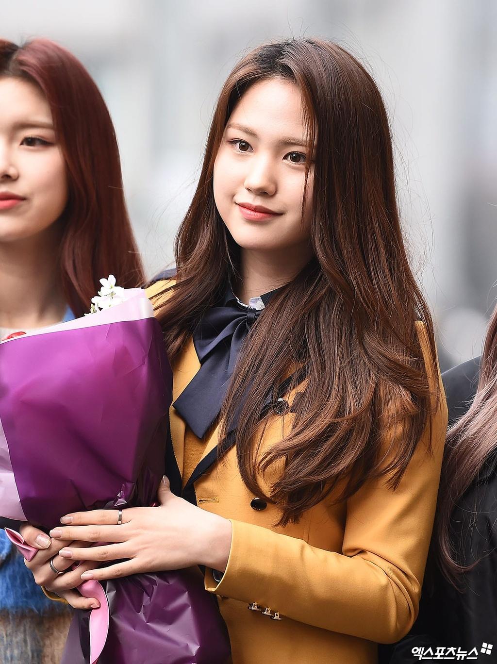 My nhan IZ*ONE lan at dan idol trong le tot nghiep hinh anh 7 DreamNote_Sumin_XPN.jpg