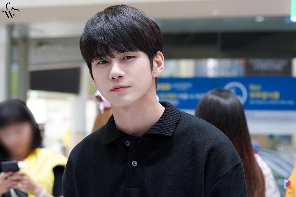 Ong Seong Woo: Cựu thành viên WANNA ONE dẫn đầu với 2.325 phiếu bình chọn. Bước ra từ Produce 101 mùa 2, nam idol sinh năm 1995 nhanh chóng nhận được nhiều thiện cảm của người hâm mộ nhờ tài năng toàn diện và tính cách hài hước. Sau khi nhóm tan rã, anh ra mắt với vai trò nghệ sĩ solo dưới sự quản lý của Fantagio. Dù thành công vang dội trong vai trò thần tượng song nam ca sĩ vẫn cho thấy khả năng diễn xuất nổi trội ngay từ vai diễn đầu tay.
