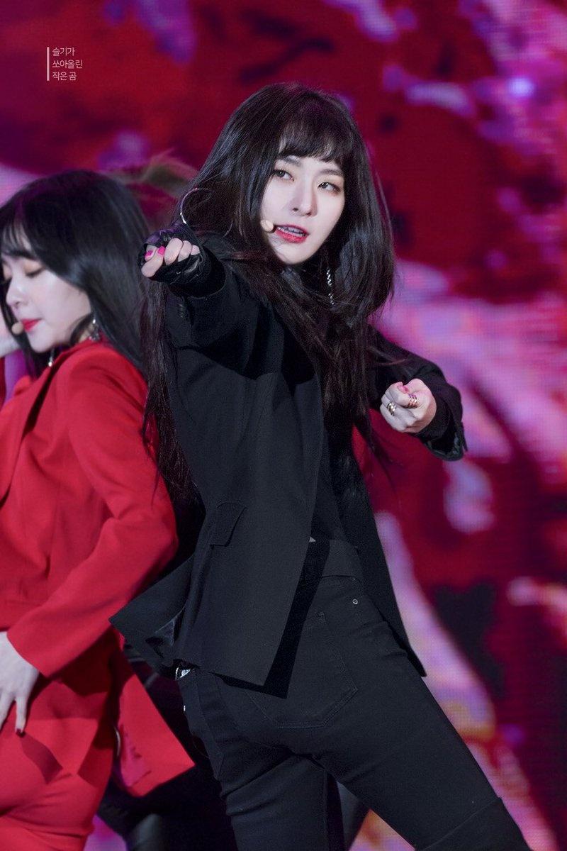 5 idol Kpop so huu hinh tuong girl crush hinh anh 5 DVwZq4UUMAAllC8.jpg