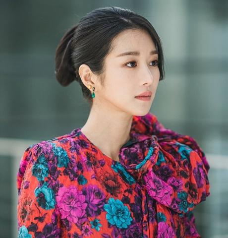 6 kiểu tóc ấn tượng nhất của 'điên nữ' Seo Ye Ji