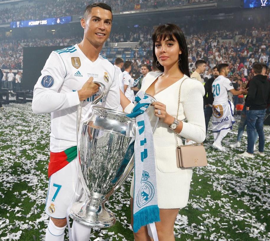 Nhung ky nghi sang chanh cua Ronaldo va ban gai hinh anh 10