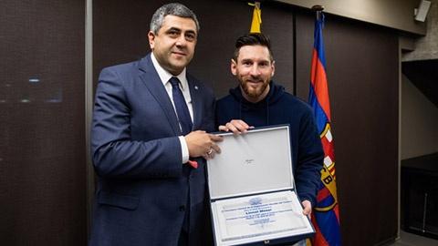 Khac Ronaldo, Messi luon ben gia dinh trong cac chuyen du lich hinh anh 13